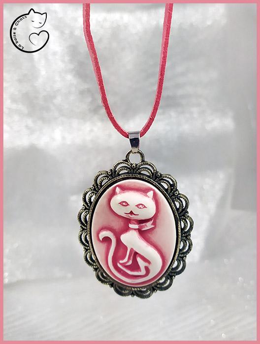 Bijou chat original pendentif style camée une création La Boîte à Chats